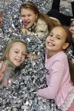 Фото Серебрянное Шоу на детский Аниматор химическое шоу (На Лучший Детский Праздник) + День рождения ребёнка Екатеринбург! Заказать услугу выезд в дет сад / Пригласить домой недорого + Цены Фото и Отзывы на сайте + СКИДКА 5% ЕКБ! Екатеринбург